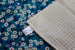 Lot de 5 feuilles d'essuie tout lavables en nid d'abeilles de coton écolabellisé – Liberty Mitsi – avec ou sans boutons pression