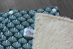 Lot de 5 feuilles d'essuie tout lavables en éponge de coton écolabellisé –  éventail blanc fond bleu – avec boutons pressions
