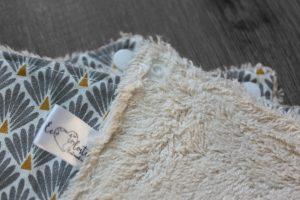 Lot de 5 feuilles d'essuie tout lavables en éponge de coton écolabellisé – écailles gris – avec boutons pressions