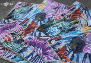 Lot de 5 feuilles d'essuie tout lavables en éponge de coton écolabellisé – zèbres arc en ciel – avec boutons pressions