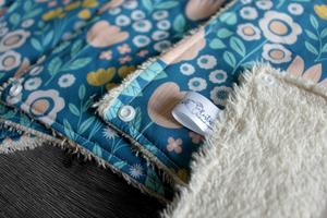 Lot de 5 feuilles d'essuie tout lavables en éponge de coton écolabellisé – Bleu clair fleuri – avec boutons pression