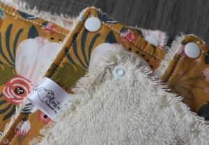 Lot de 5 feuilles d'essuie tout lavables en éponge de coton écolabellisé – Ocre fleuri – avec boutons pressions