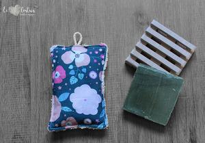Éponge lavable en éponge de coton, rembourrage : upcycling de chute de tissus – Bleu gris fleuri rose