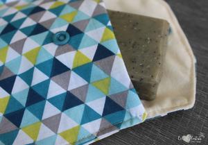 Pochette savon – triangles bleus