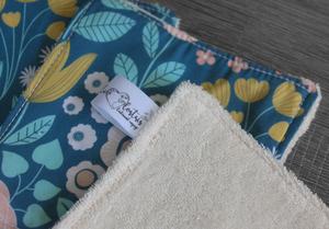 Lot de 5 lingettes démaquillantes lavables en micro éponge de coton écolabellisé – Bleu clair fleuri rose jaune blanc
