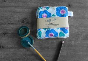 Lot de 5 lingettes démaquillantes lavables en micro éponge de coton écolabellisé – Grosses fleurs bleues