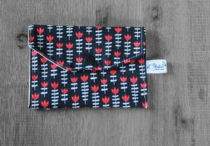 Pochette savon – tulipes rouges sur fond noir