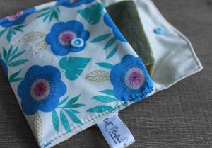 Pochette savon – Grosses fleurs bleues